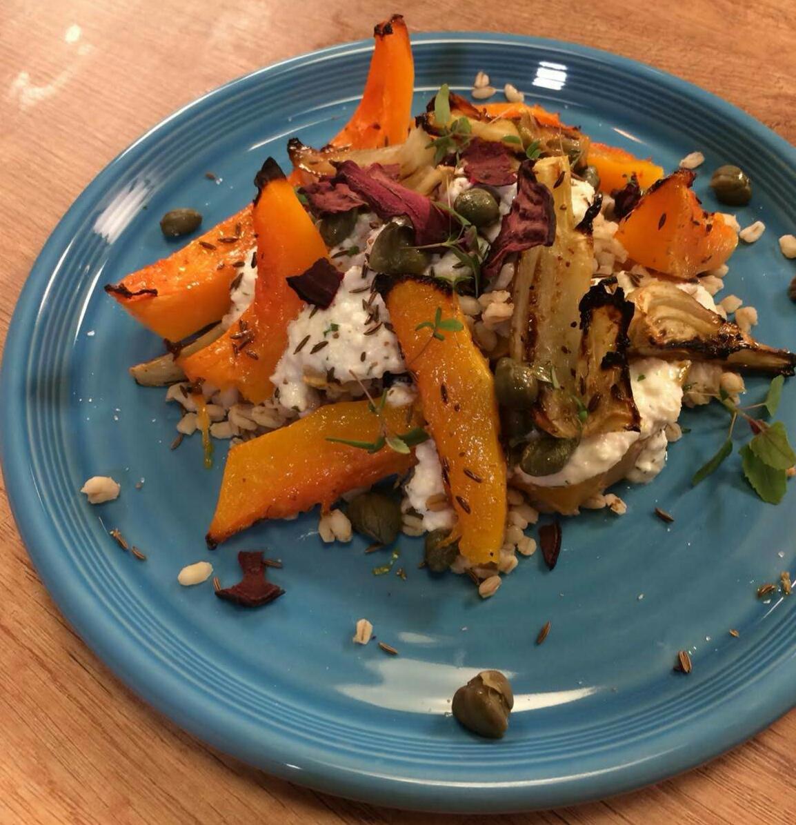 Ječam i musaktna salata sa rikota dresingom